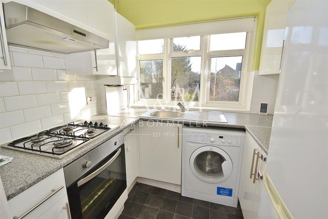 Thumbnail Maisonette to rent in Calne Avenue, Ilford