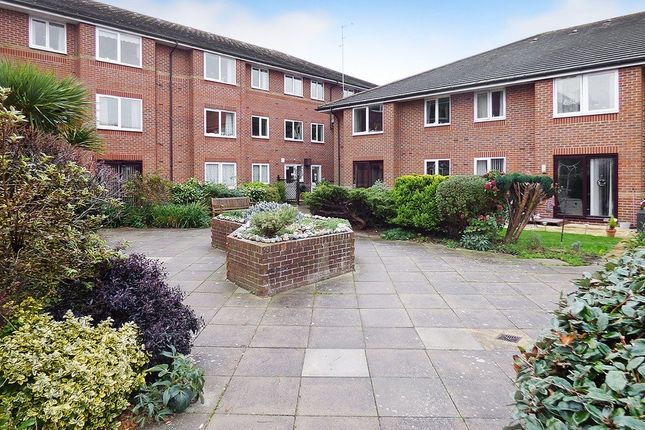 2 bed flat to rent in St Catherines Court, Irvine Road, Littlehampton BN17