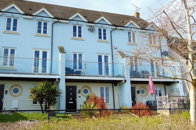 Thumbnail Town house for sale in Stowe Walk, Daventry