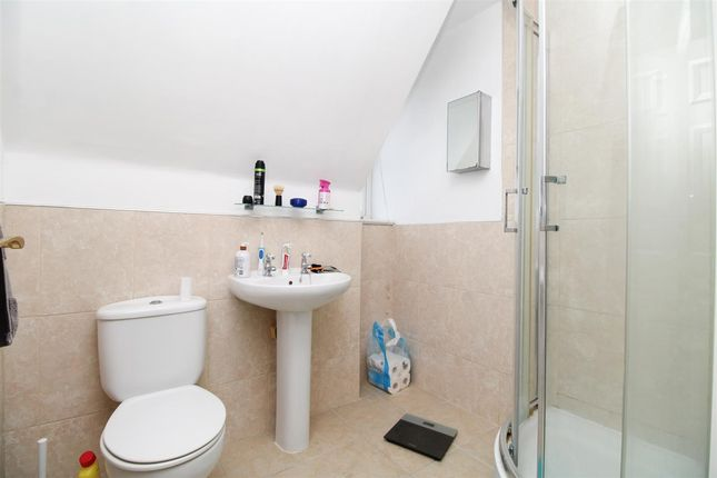 En-Suite of Robin Crescent, Stanway, Colchester CO3