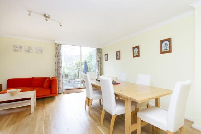 3 bed flat to rent in Spice Court, Asher Way, London