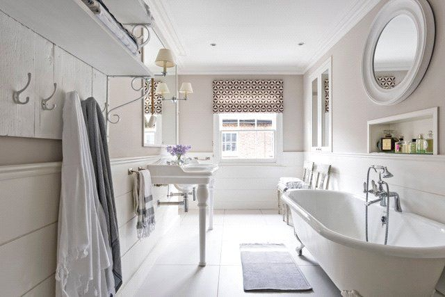 Master Bathroom of Turnchapel Mews, London SW4