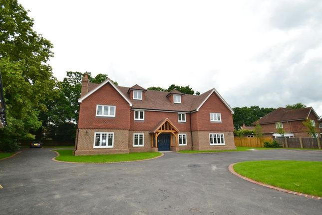 Thumbnail Flat to rent in Crescent Court, The Crescent, Horley
