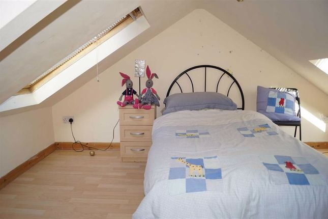4th Bedroom (Attic)