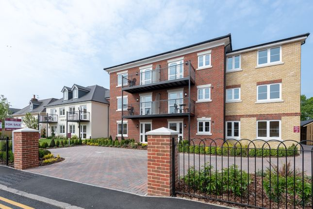 1 bed flat for sale in Manygate Lane, Shepperton TW17
