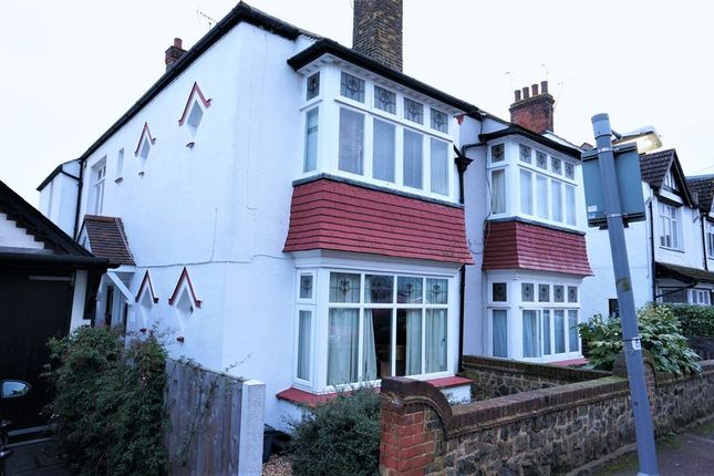 Thumbnail Flat for sale in Maple Avenue, Leigh-On-Sea