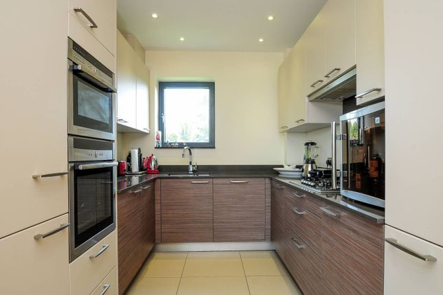 Thumbnail Flat for sale in Woodchester Court, Woodside Park, London