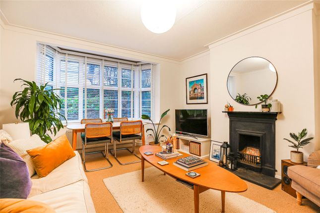 2 bed flat for sale in Colney Hatch Lane, London N10