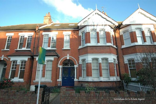Flat for sale in Woodgrange Avenue, Ealing Common, London