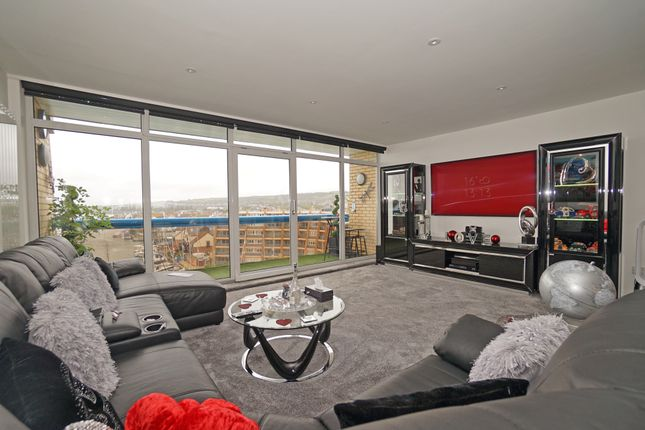 Thumbnail Flat for sale in Penthouse, Oyster Quay, Port Solent
