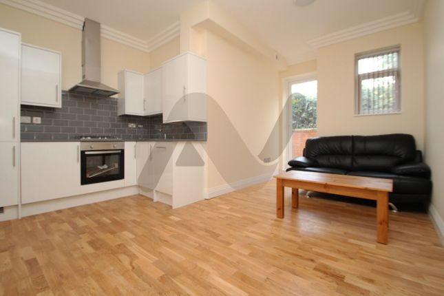 Thumbnail Flat to rent in Isledon Road, Finsbury Park
