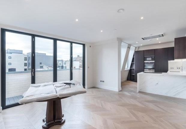 Thumbnail Flat to rent in Southampton Street, Covent Garden