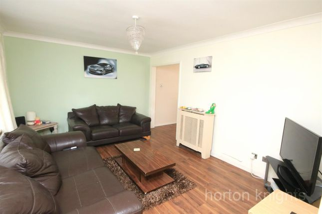 Lounge of Stapleton Road, Warmsworth, Doncaster DN4