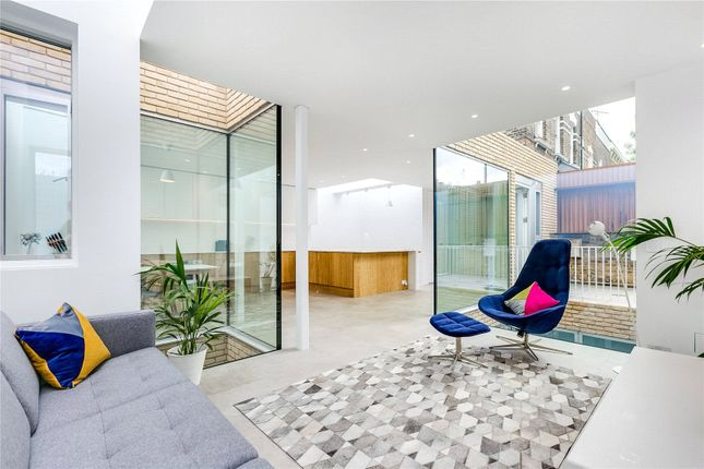 Thumbnail Property to rent in Brooke Road, London