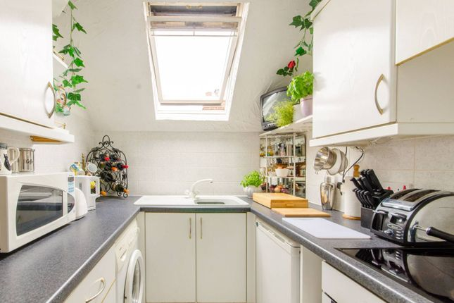 Thumbnail Flat for sale in Crescent East, Hadley Wood