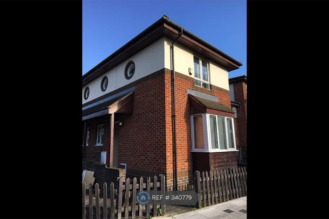 Thumbnail Terraced house to rent in Oxley Close, London