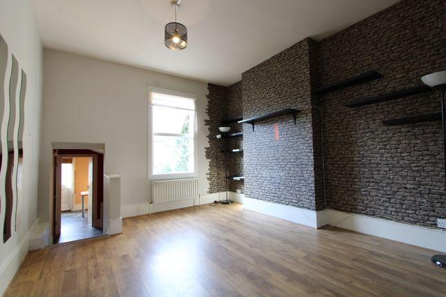 2 bed flat to rent in Greyhound Lane, Streatham SW16