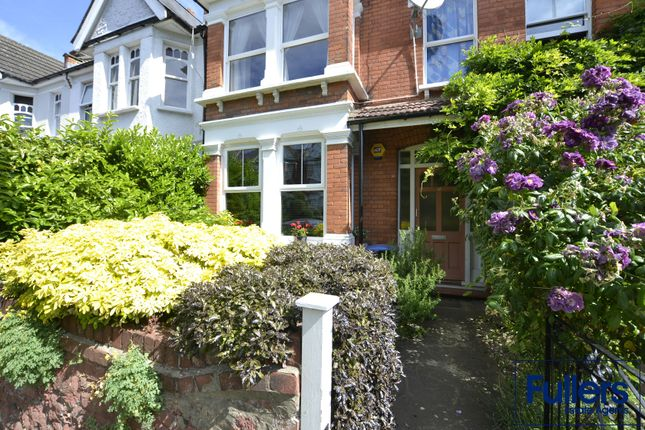 Flat for sale in Eaton Park Road, London