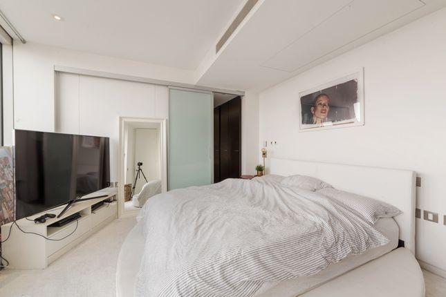 Bedroom of Ontario Tower, Fairmont Avenue, Canary Wharf E14