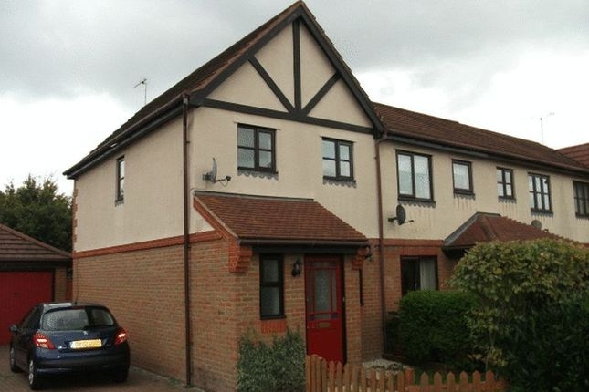 2 bed terraced house to rent in Tweed Drive, Didcot