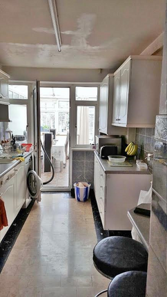 Room to rent in Bursland Road, Enfield