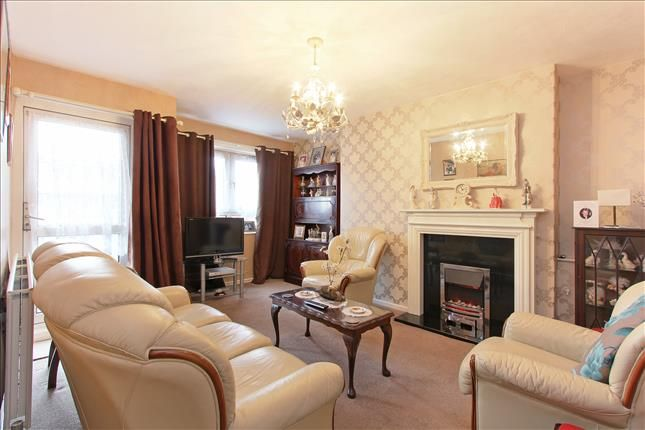 Thumbnail Flat for sale in North House, Grove Street, London