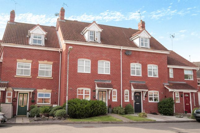 Thumbnail Town house for sale in Torres Close, Chase Meadow Square, Warwick