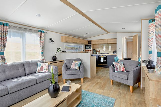 3 bed mobile/park home for sale in Hoburne Doublebois, Liskeard, Cornwall PL14
