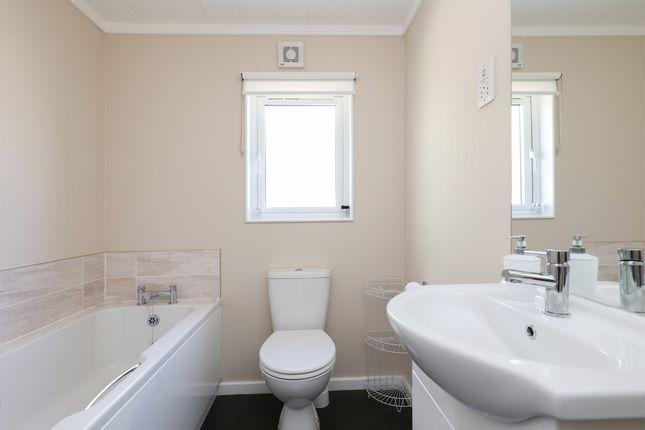 Bathroom of Bramley New Park, Marsh Lane, Sheffield S21