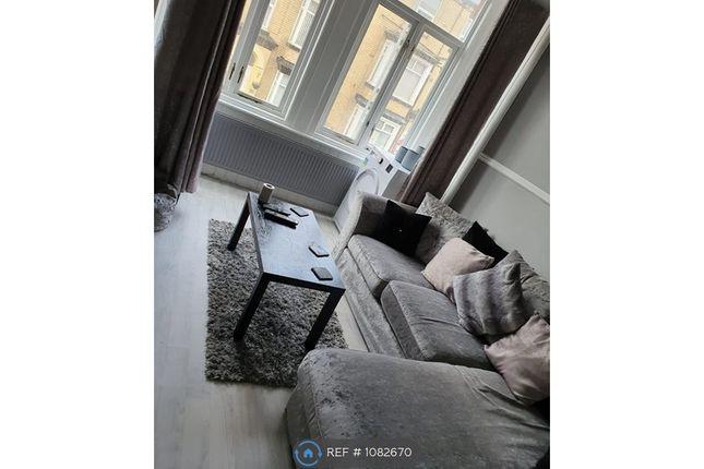 2 bed flat to rent in Windsor Crescent, Bridlington YO15