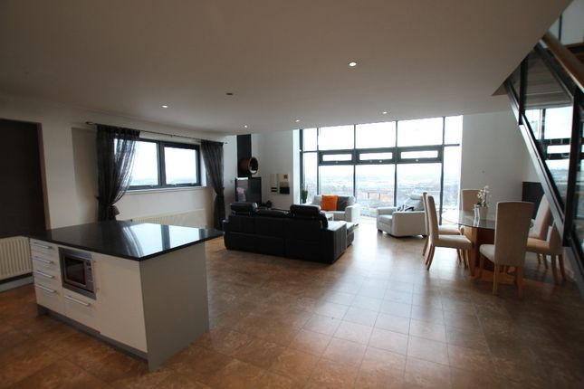 Thumbnail Flat to rent in Castlebank Drive, Glasgow