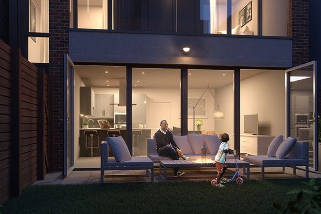 Thumbnail Town house for sale in Clapham Road, London