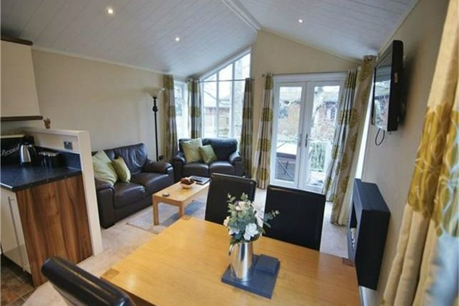 Thumbnail Mobile/park home for sale in Reiver Tay, White Cross Bay, Windermere