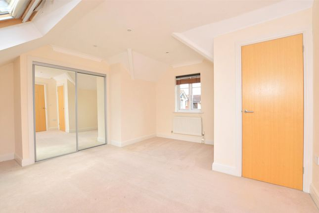 Thumbnail Flat to rent in The Quadrangle, Lumley Road, Horley, Surrey