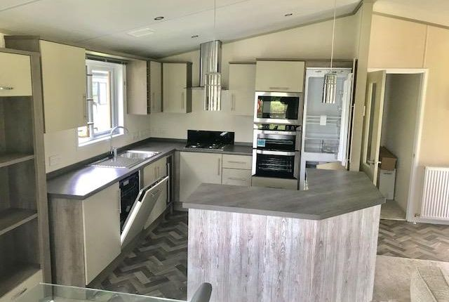 Thumbnail Mobile/park home for sale in Crow Lane, Little Billing, Northampton