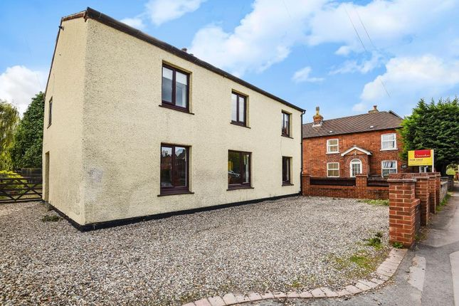 Thumbnail Detached house for sale in Bath Road, Thatcham