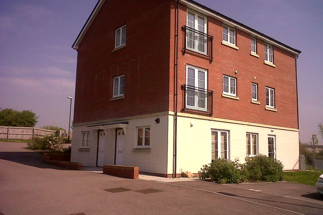 Thumbnail Flat to rent in Skylark Road, North Cornelly