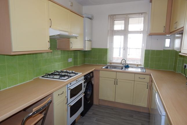 Flat to rent in Corbets Tey, Upminster
