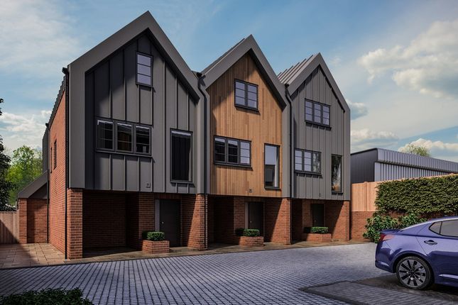 Thumbnail Town house for sale in Montague Close, St Albans
