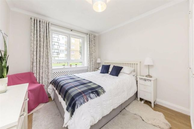 2 bed flat to rent in Stockwell Road, Stockwell, London SW9
