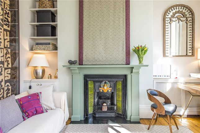 Thumbnail Flat to rent in First Floor Flat, Norland Square, Holland Park, London