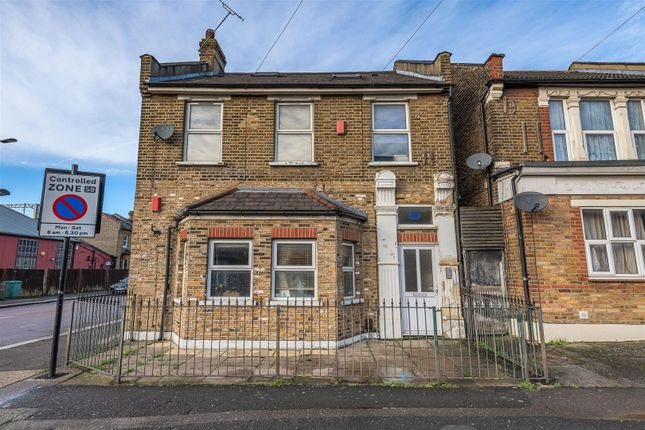Flat for sale in Capworth Street, London