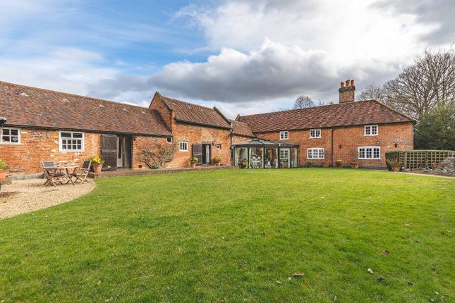 Thumbnail Detached house to rent in Newbarn Lane, Beaconsfield