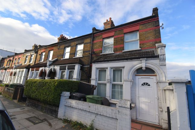 3 bed flat for sale in Perry Hill, London SE6