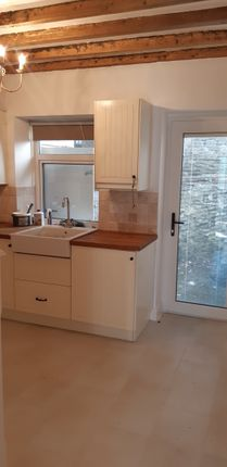 Thumbnail Cottage to rent in Llawr Pentre, Old Colwyn