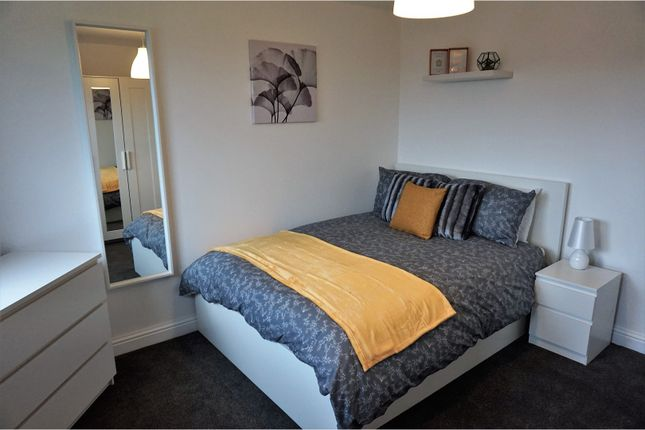Thumbnail Flat to rent in Holmsley Walk, Leeds