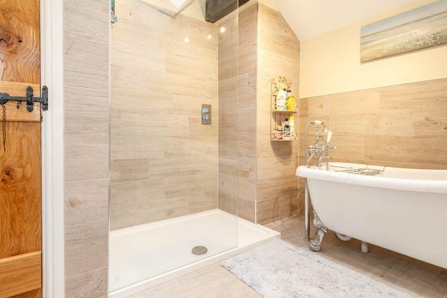 En-Suite of Dean Bridge Lane, Hepworth, Holmfirth HD9
