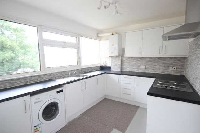 Thumbnail Flat to rent in Bourne Way, Hayes