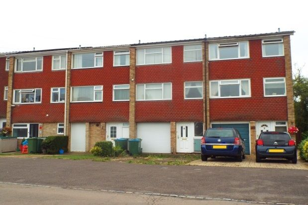 Thumbnail Town house to rent in Cam Mead, Aylesbury
