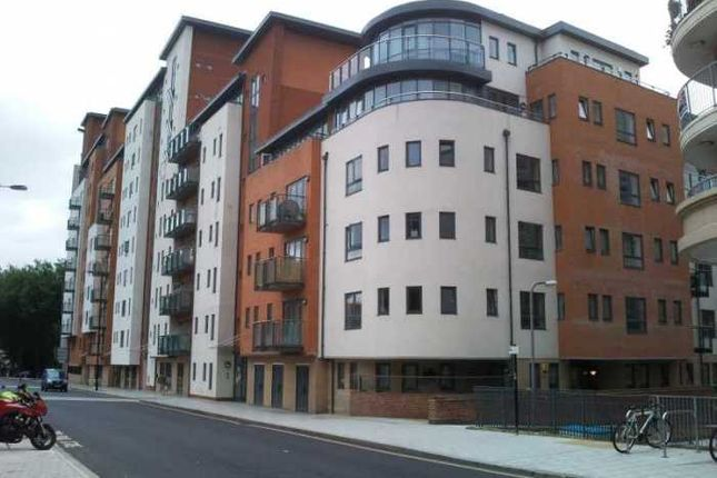 Thumbnail Flat to rent in Lower Canal Walk, Southampton
